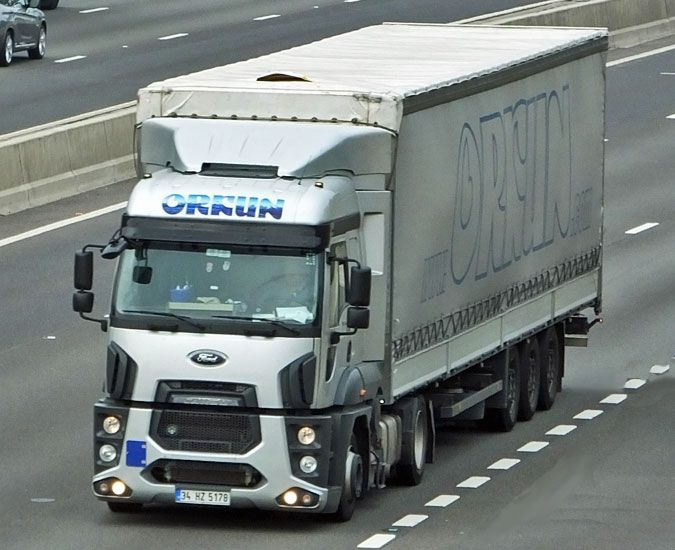 Ford Cargo tractor unit in the UK !!! - news from Lorryspotting.com
